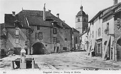 Place du Bourg de Merlia, le porche et la fontaine suffisaient aux garçons pour s'amuser