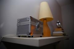 Anglų lietuvių žodynas. Žodis box reiškia I n 1) dėžė; to be in a wrong box būti keblioje padėtyje; 2) ložė; 3) (vežėjo) sėdynė; 4) būdelė II 1.n 1) kirtis, smūgis; box on the ear antausis; 2) boksas; 2. v boksuotis; suduoti kumščiu lietuviškai.