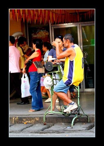 Pinoy Filipino Pilipino Buhay  people pictures photos life Philippinen  菲律宾  菲律賓  필리핀(공화국) Philippines  Cebu City knife sharpening business mobile ambulant street, scene, sidewalk,