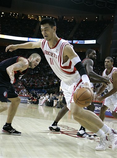 Yao Ming makes a spin move for a layup in the first quarter of the Rockets-Blazers game on Saturday, November 3rd in an 89-80 win.