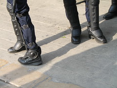 Playmobil...en avant les histoires (M_Aude) Tags: grenoble police protection manifestation bitume cpe jambire
