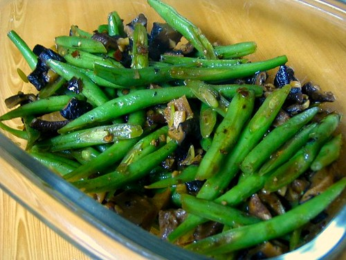 Green beans and mushrooms stir fry in chilli bean sauce