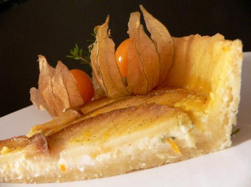 Ziegenkäsetarte mit Birne und Orangensirup