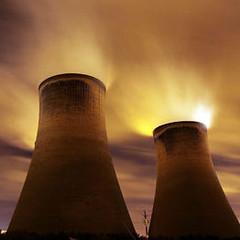 科學家相信二氧化碳是促成氣候變遷的因素,而燃煤發電廠所排放的二氧 化碳是一主要來源。圖片節錄自:Christopher Furlong/Getty Images。