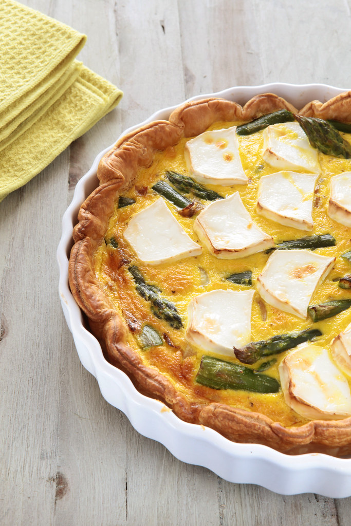 Goat's cheese and green asparagus tart
