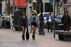 Blonde and brunette in Barcelona (Pemisera) Tags: barcelona girls sexy legs boots candid catalonia blonde shorts females brunette bron jambes plensa jaumeplensa elborn blondeandbrunette legsandboots pemisera bagulplensa plensaborn
