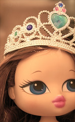 ---ll Birthday Girl ll-- ( GUM ) Tags: pink november blue brown tiara green canon gum hair eos eyes lips happybirthday 1989 29 18 birthdaygirl doha qatar bratz 400d