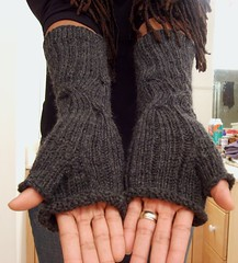 Dashing Cabled Armwarmers