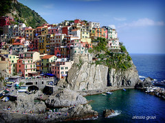the town on the rock (alessio grazi) Tags: italien sea italy color colors beautiful town seaside interestingness amazing perfect italia colours 5 top liguria paisaje paisagem best unesco most terre paysage manarola hdr italie viewed favorited  faved  5terre pescatori  pejzaz landschaftsmalerei abigfave  landskapsmaleri  alessiograzi