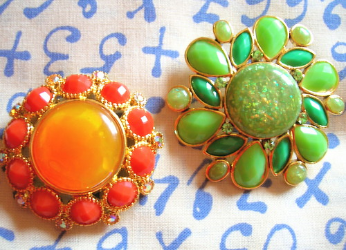(L) Granny brooches