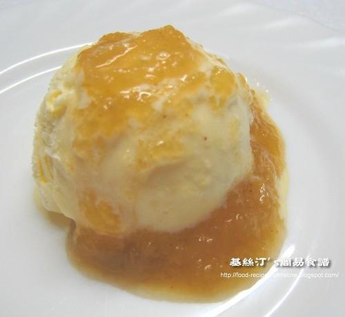 雲呢拿雪糕加蘋果醬 Ice Cream with Apple Sauce
