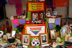 Somos familia (gwen) Tags: holiday 20d sign festival mxico mexico oakland rainbow memorial text altar celebration story diadelosmuertos diasdelosmuertos fruitvale streetfair ofrenda dadelosmuertos dasdelosmuertos 071028