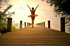 o sonho de voar (mary pops) Tags: sunset freedom flying movement toes treasure searchthebest dancing dream oneway greeting mariana secretplace balletdancer lostparadise myselfandi endlessline platinumphoto unbeliavablemoment imageticpoetry unrealityismyreality