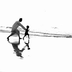 LOVE (Roozbeh Feiz) Tags: blackandwhite bw love canon blackwhite persian iran canon20d documentary persia instant iranian moment oman impromptu  muscat socialdocumentary 2007 spontaneous instantphotography   roozbeh omani  1386 feiz  spontaneousphotography handheldphotography roozbehfeiz nosetup withoutsetupphotography nosetupphotography iranianstyle persianstyle ~vista iranianphotographer iranianphotographers   feizaghaii     feizcom