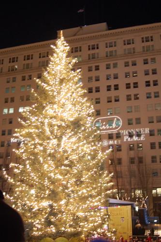 112407_lit_tree
