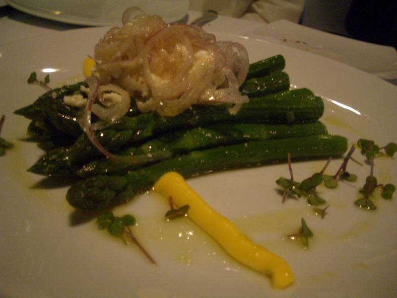 Grilled asparagus with fetta and onion and hollandaise-type sauce
