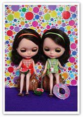 Waiting for the train (erregiro) Tags: animals sisters doll colours twin save pop blythe custom pili mili 60 sixties gemelas hermanas sesenta asil erregiro