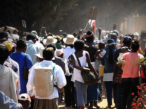 http://asalasah.blogspot.com/2012/10/festival-menari-dengan-mayat-di-madagaskar.html