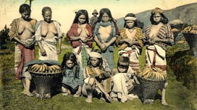 Igorot women with basket full of bananas Philippine Buhay Pinoy Noon old pictures photograph black and white Philippines  Filipino Pilipino  people photos life Philippinen bananas saging indigenous tribe kaing indigenous