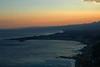 Giardini Naxos (Italy) - Seen from Taormina (Danielzolli) Tags: italien italy beach meer italia mare view path ct more sicily aussicht taormina miradouro italie catania sicilia mirador naxos giardini pfad sizilien sicilie morze włochy italija sycylia taliansko taljansko