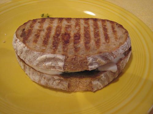 Mozzarella & pesto panini