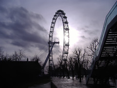 London eye 2 (faamandres) Tags: winter england london eye silhouette contraluz europe backlit silueta eyeoflondon theeyeoflondon