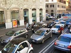 ローマ中心街のラッシュ