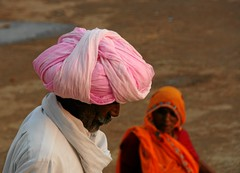 the pink turban (io747) Tags: pink light india love licht spirit rosa explore mann turban frau indien rajasthan manandwoman puskar