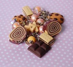 90/365 * pulseira com bolo de nozes e chocolate (pokkuru.) Tags: cute cake miniature sweet chocolate walnuts jewelry bijuteria fimo clay bracelet bolo doce pulseira rolo rolled nozes polymer