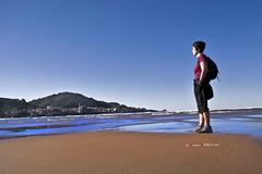 Mundaka aurrez aurre (Jabi Artaraz) Tags: azul sony playa arena cielo zb laida mundaka zerua miren hondartza harea urdina negua euskoflickr superaplus aplusphoto jartaraz