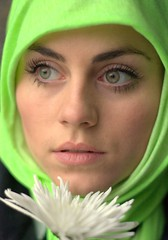 svea (joaobambu) Tags: flower green beautiful fashion canon 50mm eyes expression feminine topv1111 mulher flor hijab olhos arabic ojos arab linda bonita mysterious hood arabian augen frau 18 facial kopftuch svea 30d theface img3774cr2