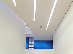 Interior Architecture in Blue and White (yushimoto_02 [christian]) Tags: abstract art museum architecture modern canon germany munich mnchen geotagged arquitectura europe bellasartes arte geometry kunst exhibition minimal moderne architektur balance munchen museo minimalism muenchen ausstellung exposicion pinakothekdermoderne pinakothek minimum architectura kunsthalle pinakothekmoderne linesandcurves exhibicion mywinners schneknste bellaarte schoenekuenste