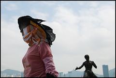 Bruce Lee and the masked woman (Nicolas Harter) Tags: street statue horizontal hongkong icon kungfu cult d200 masked 32 brucelee lixiaolong streetpicture tamron1750 nicoinchina wayaaaaaaaaaaa nicolasharter