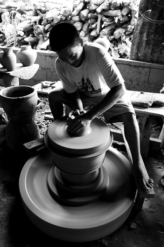 Vigan, Ilocos Sur pottery making Handicraft Philippines Buhay Pinoy  Ngayon Filipino Pilipino  people pictures photos life Philippinen