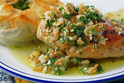 chicken with almond and mint