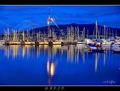 Hora azul (robalfer) Tags: barcos 1001nights riasbaixas reflejos baiona veleros riasbajas puertodeportivo pantalan horaazul flickrestrellas mrciy robalfer puertodebaiona braix