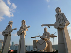 The Beatles (mlsnp) Tags: uk david english feet musicians liverpool john paul george downtown texas harrison tx united group houston kingdom presidential heads beatles tall lennon 36 ringo sculptures mccartney starr beatlemania sculptureworx adickes sculpturworx lenshouston