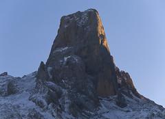 Picu Urriellu desde Arnandes (jtsoft) Tags: mountains landscape asturias olympus alpenglow picosdeeuropa e510 cabrales urriellu zd50200mm jtsoftorg