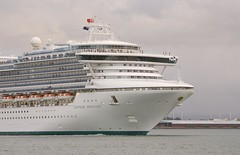 Cruise Ship (Travis NZ) Tags: water is harbour cruiseship l tauranga clou dy 400d 24105mmlis