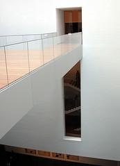 MoMA  Ampliacin 061027 (javier1949) Tags: ny newyork stairs arquitectura manhattan moma escalera ventanas museo escaleras puertas peldaos