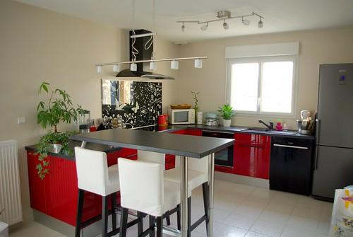 Que pensez vous de ma cuisine ikea abstrakt rouge 69 - Cuisine noire et grise ...