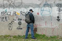 Milano: presidio di solidarieta' agli arrestati dell'11 Marzo (rogimmi) Tags: muro italia milano presidio pipi proteste arrestati manifestazione dimostrazione carcere scritte libert centrisociali antifascista noglobal anarchia urinare sanvittore pisciare autonomi anarchici antifascisti