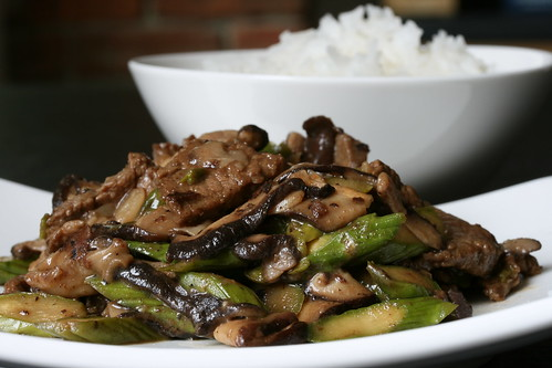 Garlic Beef with Asparagus and Shiitakes Stir-Fry