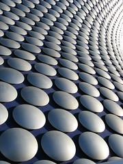 Selfridge Building - Birmingham (Katie-Rose) Tags: city blue building architecture modern silver birmingham circles patterns selfridges rows bullring chainmail curvaceous futuresystems pacorabanne katierose repeats canonpowershota700 selfridgebuilding openedseptember4th2003 15000spunaluminiumdiscs spunaluminium aluminiumdiscs
