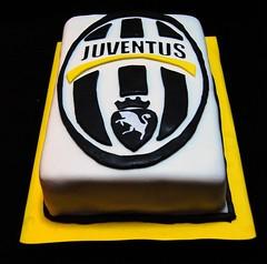 Juventus (Mariana Pugliese) Tags: blanco cake logo pastel negro amarillo futbol cumpleaños torta juventus fondant escudo futbolitaliano 241543903 marianapugliese
