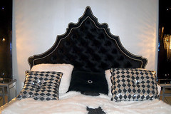 "4091 BLACK TUFTED ROYAL SILHOUETTE BED • <a style=""font-size:0.8em;"" href=""http://www.flickr.com/photos/43749930@N04/5805150385/"" target=""_blank"">View on Flickr</a>"