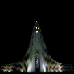 Church of Hallgrmur (Villi.Ingi) Tags: building church architecture night canon square iceland wide sigma wideangle reykjavik explore 1020mm reykjavk hallgrmskirkja kirkja palabra sigma1020mm pipc dapa fivestarsgallery 40d dapagroupmeritaward canon40d
