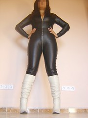 Catsuit de cuero y botas 6 (lady_dulciny_boots) Tags: white black leather topv333 boots catsuit diosa