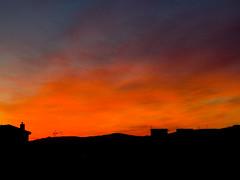 Amanece en Gijón (I) (Caliaetu) Tags: city morning red sky españa orange cloud landscape rouge dawn spain rojo nuvola fuji village view alba gijón ciudad asturias paisaje amanecer ciel cielo finepix villa fujifilm nuage paysage rosso naranja arancio nube ville città aurore mattino aube asturies xixón northofspain sooc s6500 nuées s6000 nortedeespaña finepixs6500 caliaetu finepixs6000 fernandotorrealonso