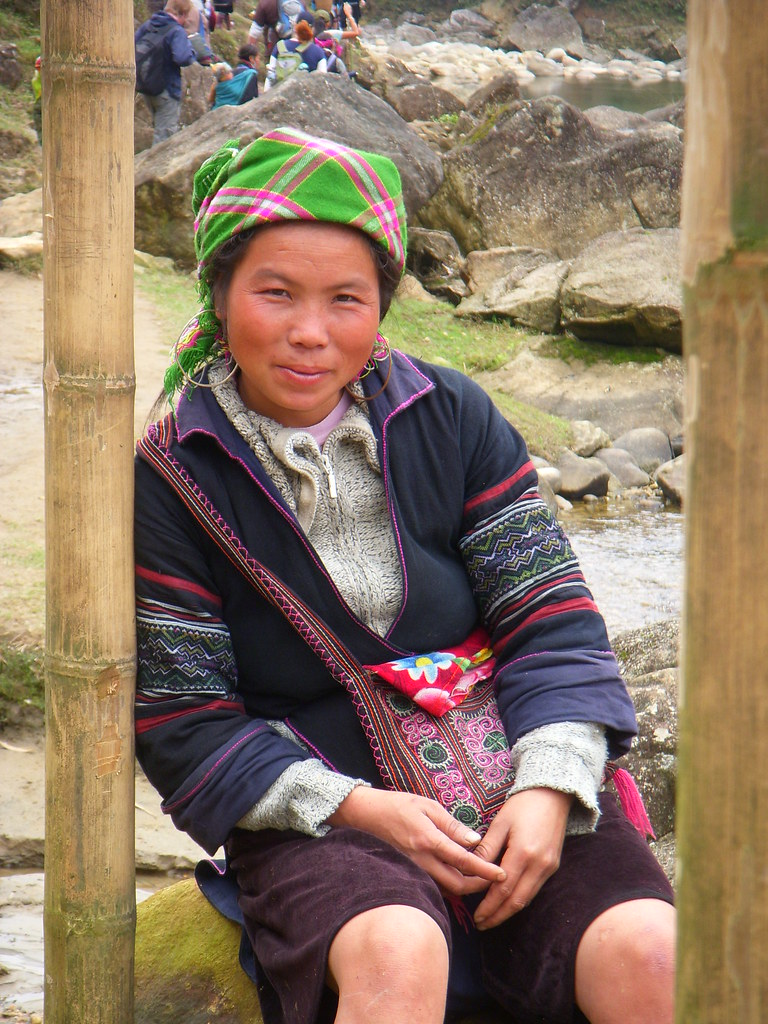 mujer de tribu posando